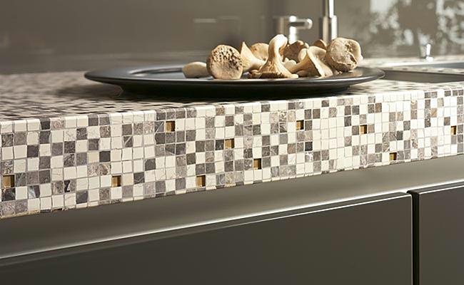 Мозаика в классических тонах идеально подойдет для современного стиля кухни