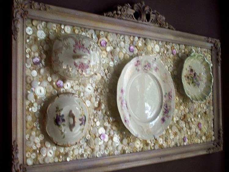 Для картины из пуговиц и посуды важно количество пуговиц: их должно быть как можно больше