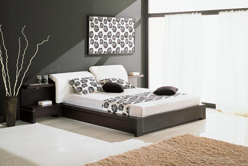 Для отделки спальни стоит обратить внимание на классический и винтажный стили, а также стиль хай-тек