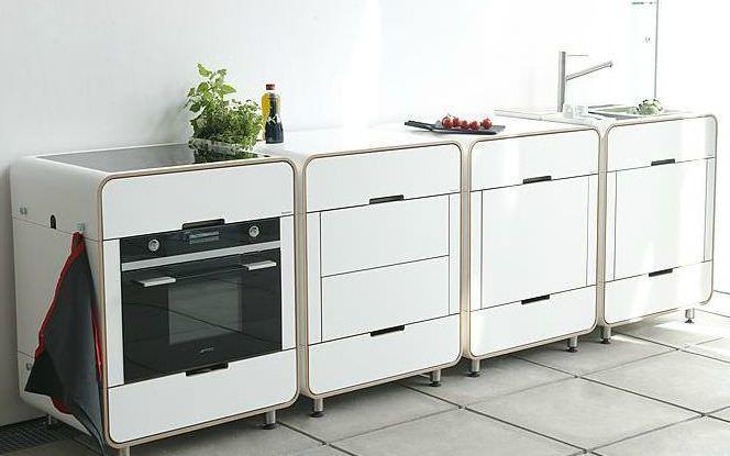 Дизайнерские модульные конструкции позволяют самостоятельно смоделировать интерьер кухни