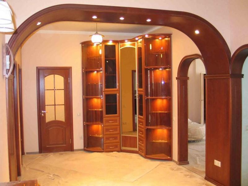 Многие предпочитают устанавливать дверной проем без двери, поскольку он помогает увеличить пространство