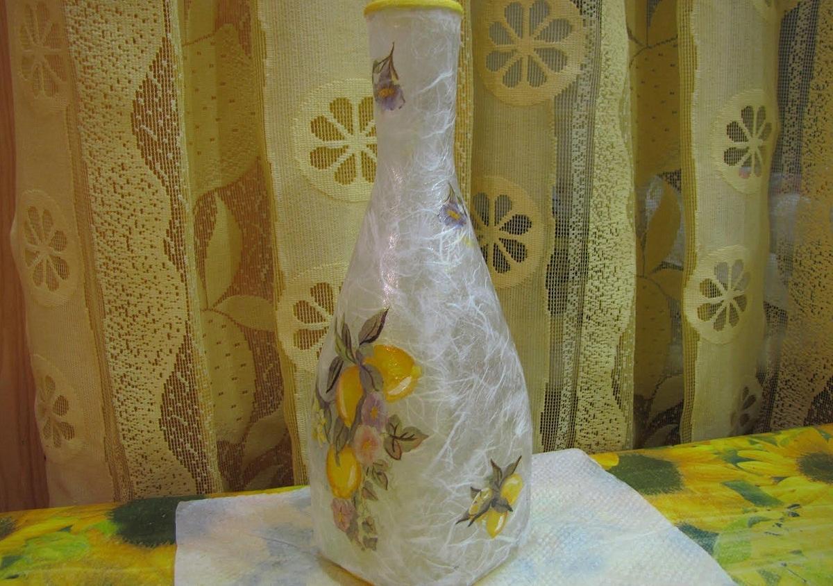 Чтобы превратить бутылку в вазу следует выбирать тару с максимально широким горлышком