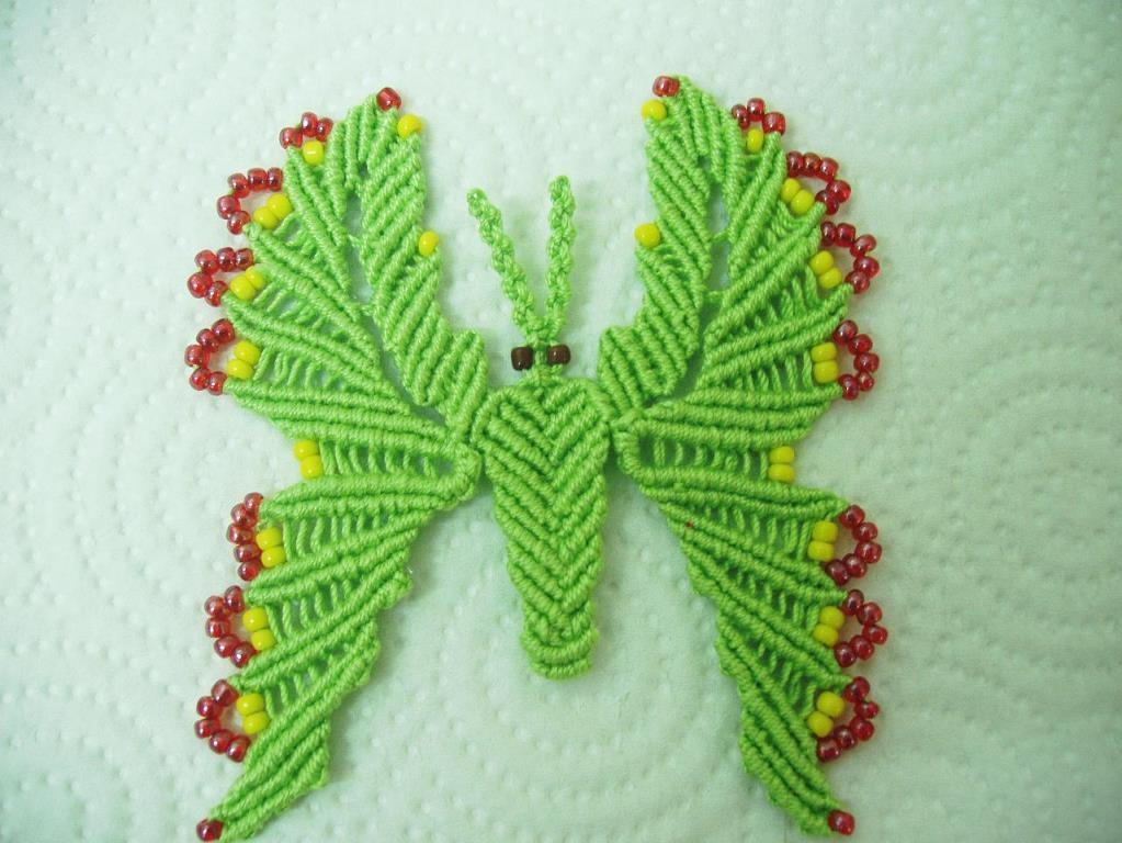 Связать бабочку достаточно сложно, но с этим заданием вполне справится даже начинающая мастерица