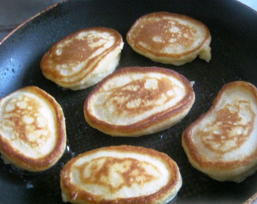 Тесто на оладьи: рецепт как завести и сделать, каким должно быть тесто, приготовить на молоке жидкое и вкусное