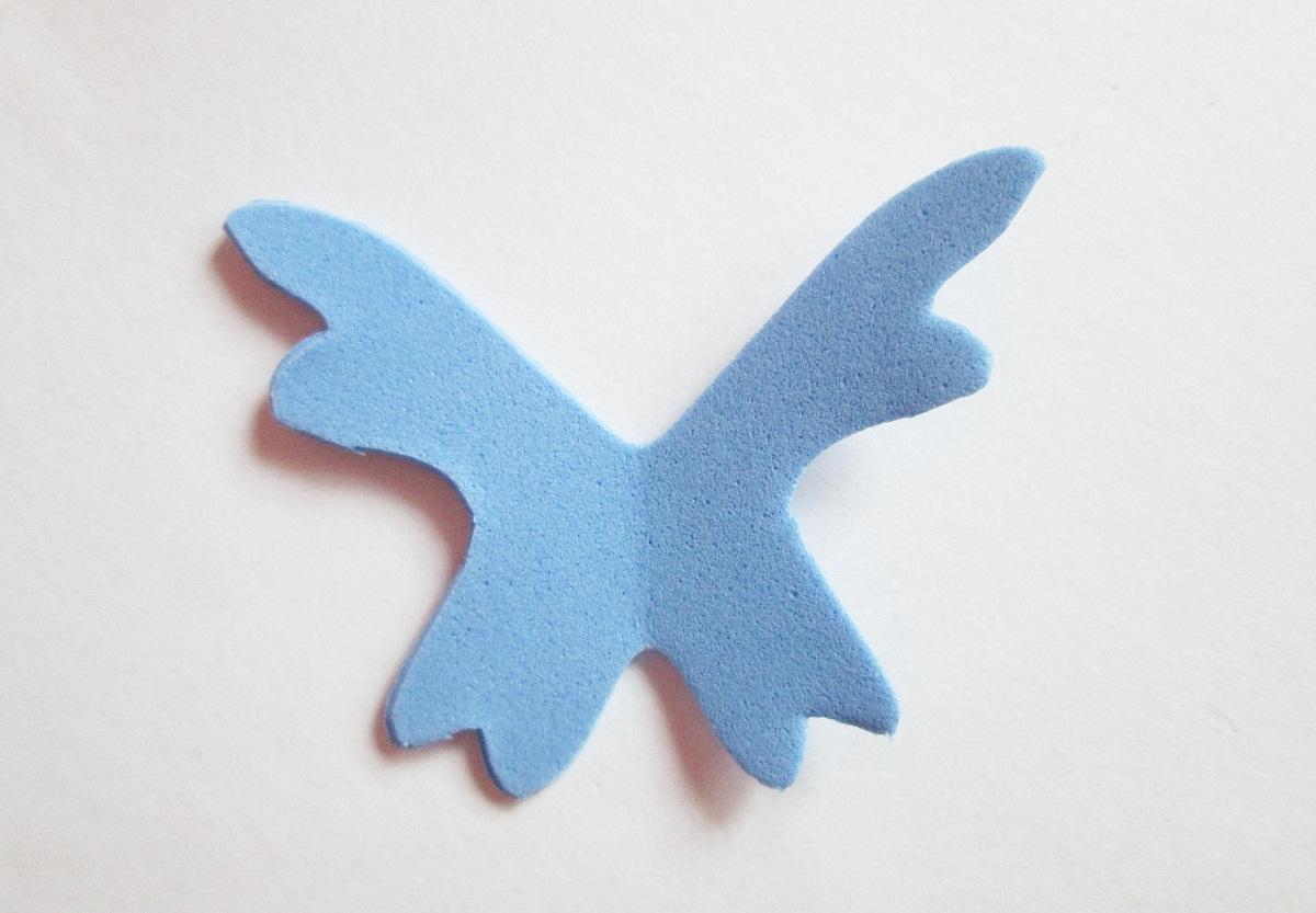 Чтобы сделать бабочку из фоамирана, рекомендуется заранее подготовить шаблон