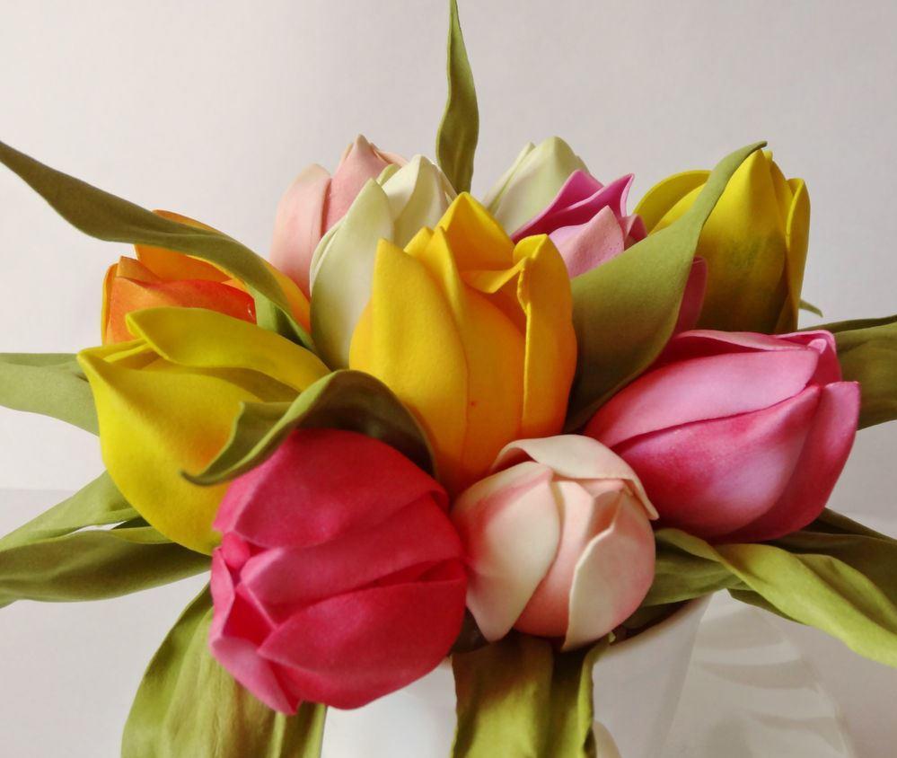 Сделать тюльпаны более реалистичными можно при помощи специальной тонировки