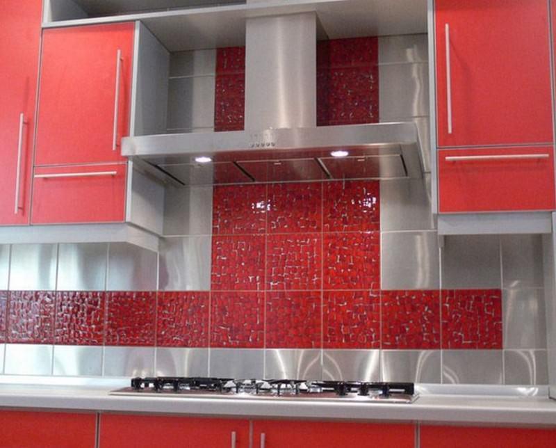 Плиточное покрытие является наиболее практичным решением для оформления стен кухни