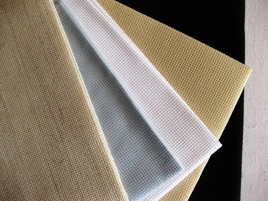 Канва на основе льна, холста или мешковины является уникальным материалом для вышивки, позволяющим создать множество интересных работ