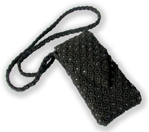 Чтобы сплести чехол для телефона в технике макраме, понадобятся только нитки