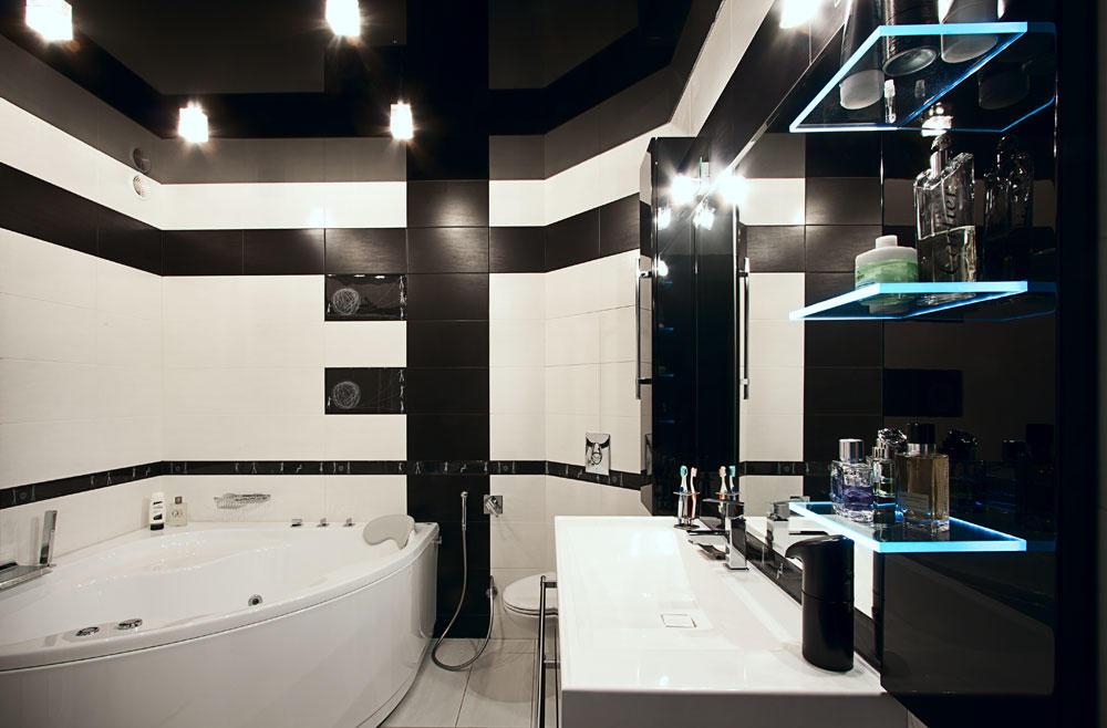 Черный потолок будет удачнее сочетаться с высокими стенами