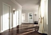 Белые двери в современном интерьере фото