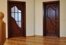 Самодельные двери из дерева