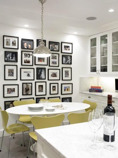 Фотографии, занимающие всю стену до пола, можно встретить нечасто, поэтому это решение способно удивить любого гостя