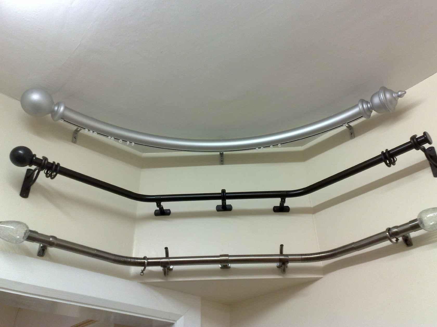 Круглые карнизы отлично смотрятся в интерьере с высокими потолками