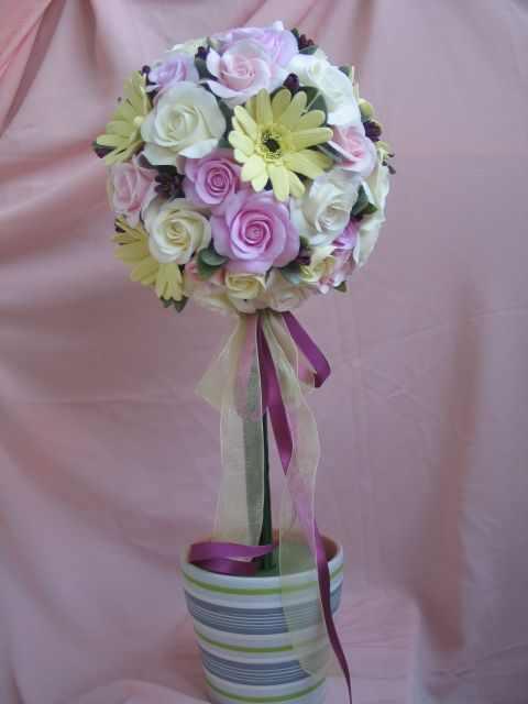 Топиарий из цветов предназнечен для людей, которые желают принести чуточку тепла в свой дом: его может сделать каждый человек