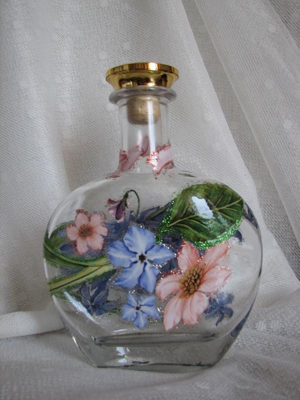 Декупаж стеклянной бутылки достаточно просто сделать своими руками