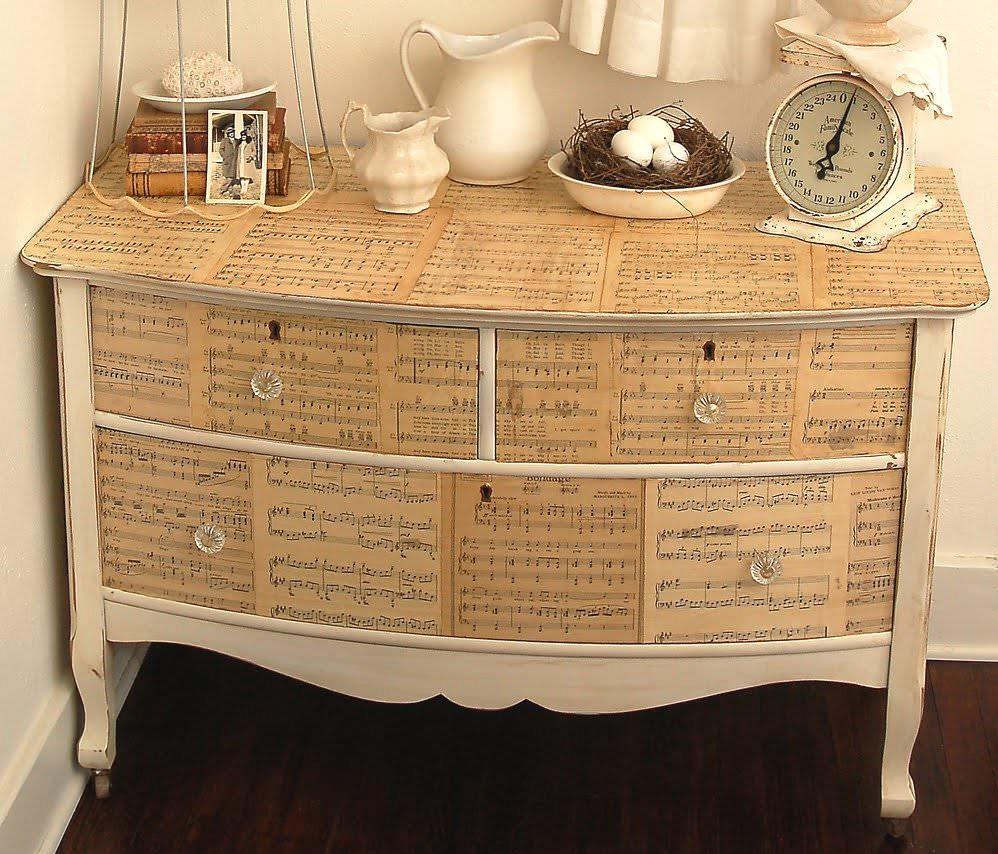 Техника декупаж поможет вам не только обновить старую мебель, но и придать особую индивидуальность новым предметам обихода