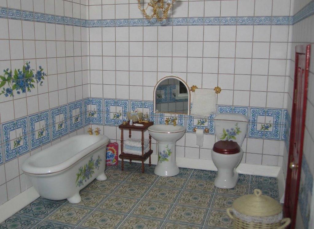 Достаточно необычно и оригинально смотрится декупаж в интерьере ванной комнаты