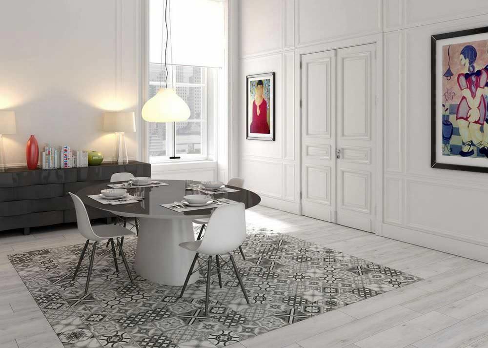Напольная плитка в большой комнате не должна покрывать всю площадь нижней поверхности
