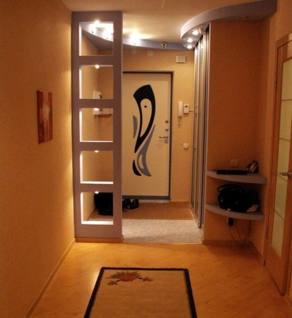 Интересно и оригинально в интерьере прихожей будет смотреться встроенная мебель