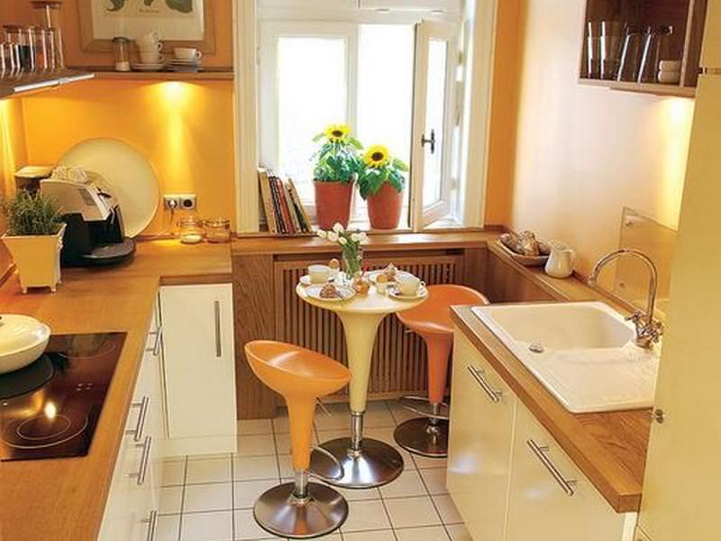 Если ширина кухни не позволяет установить обеденный стол, можно использовать альтернативный вариант
