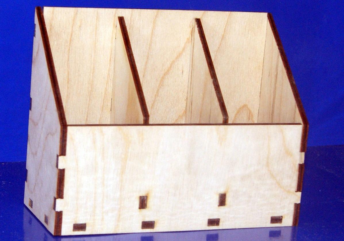 Из фанеры можно сделать красивую конструкцию в технике декупаж для столовых приборов