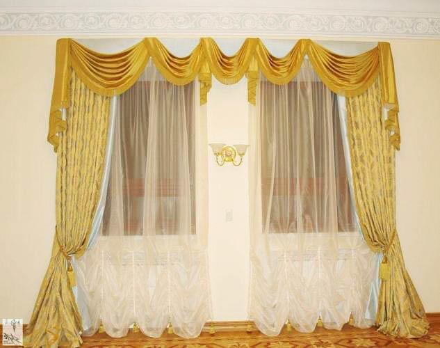 Во французском интерьере золотой декор текстиля в оформлении окна, определяет состоятельность хозяина