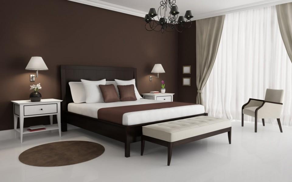 Преимущество оформления спальни в коричневых тонах в том, что благодаря такому дизайну можно создать спокойную и уютную атмосферу