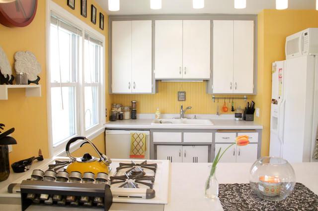 """Желтые стены на кухне в сочетании с белым гарнитуром - это наиболее легкое и """"воздушное"""""""
