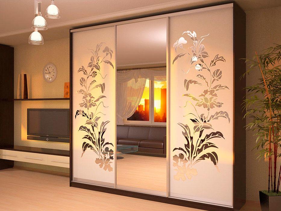 Стильно украсить современный интерьер можно при помощи раздвижных зеркальных дверей