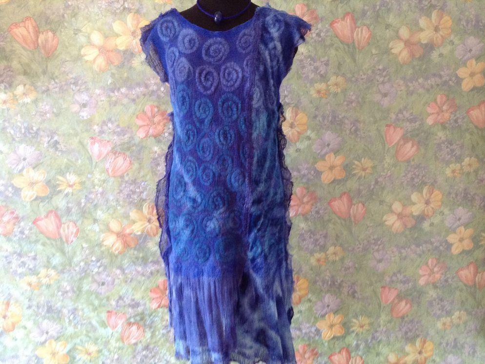 Интересным и оригинальным получится платье, которое изготовлено по технике мокрого валяния