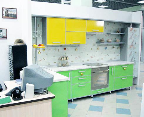 При сочетании желтого и зеленого на кухне рекомендуем придерживаться более бледных оттенков этих цветов, так как они оба являются контрастными