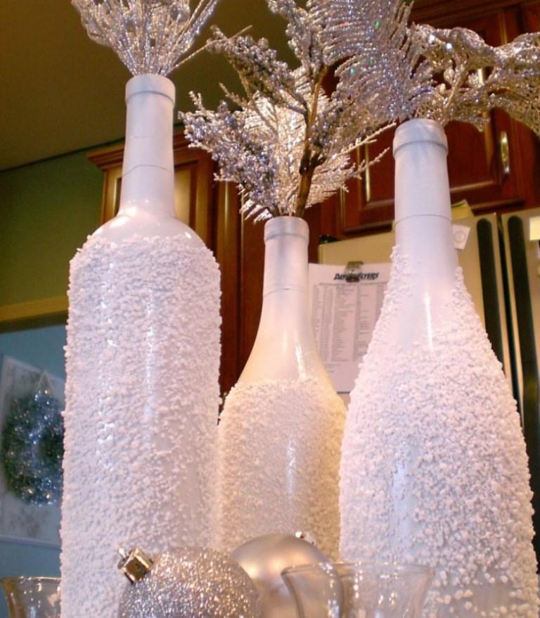 Стильно украсить бутылку можно морской солью, главное — покрыть изделия закрепляющим спреем, для того чтобы композиция не осыпалась