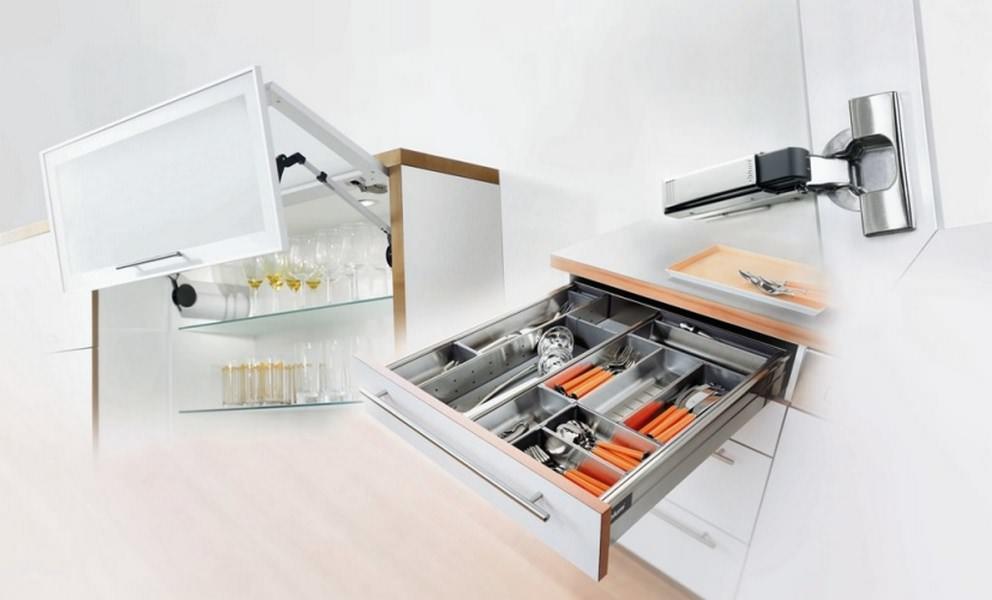 Приобретая недорогую кухонную мебель, следует обращать особое внимание на качество и функциональность ее фурнитуры