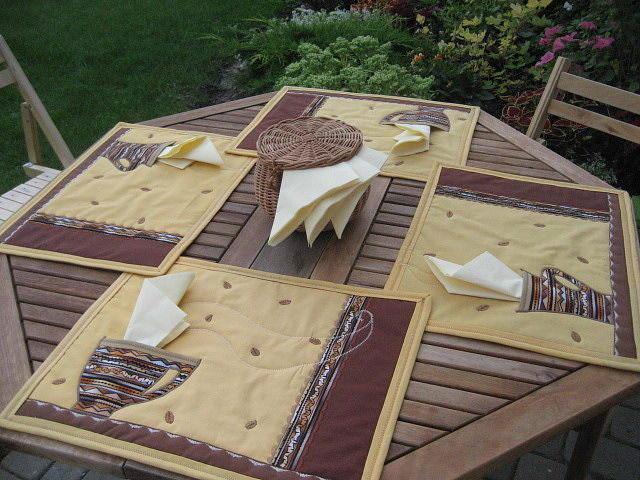 Салфетки, сшитые собственноручно, сделают уютным любой интерьер кухни