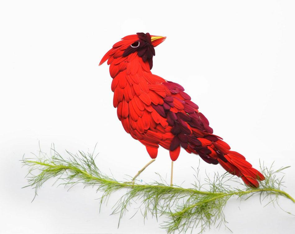 Птицу из фоамирана сделать достаточно сложно, но результат того стоит