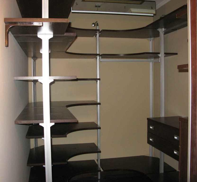 Подбирая мебельный гарнитур, следует учитывать размер гардеробной
