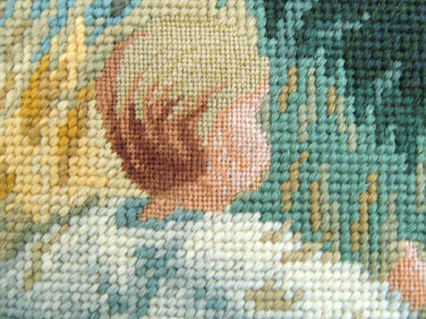 Картины, вышитые с помощью гобеленового шва, хорошо смотрятся в любом интерьере