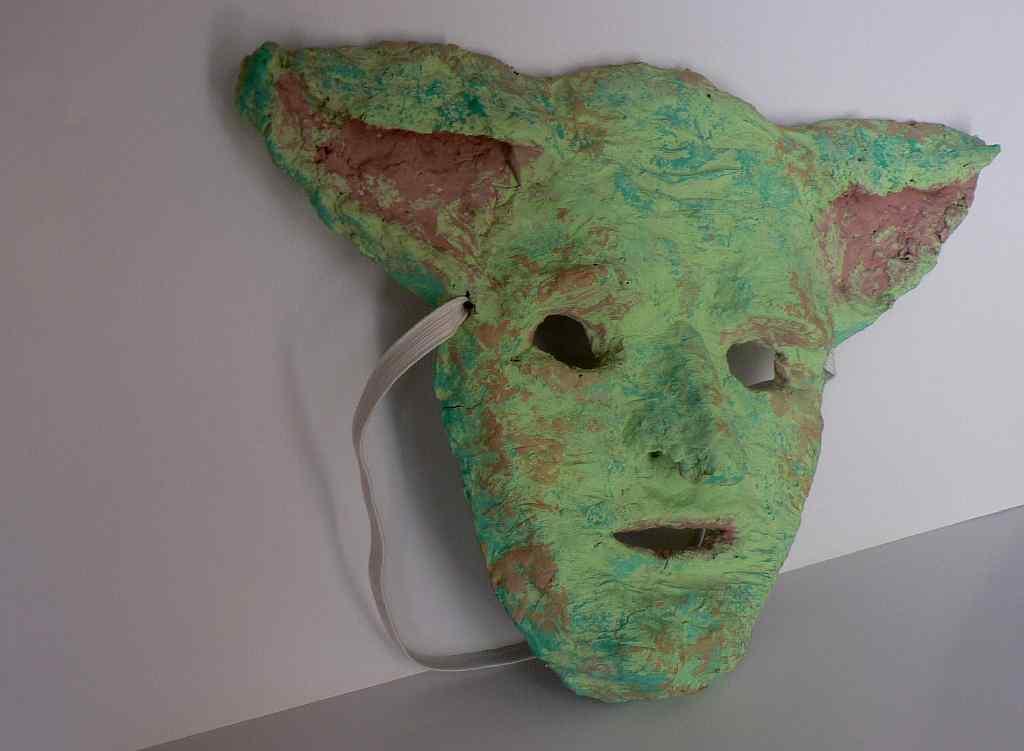 Можно еще использовать глину для формирования формы маски