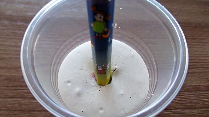 Чтобы ствол в горшочке держался прочно, нужно дать хорошо застынуть связующему веществу