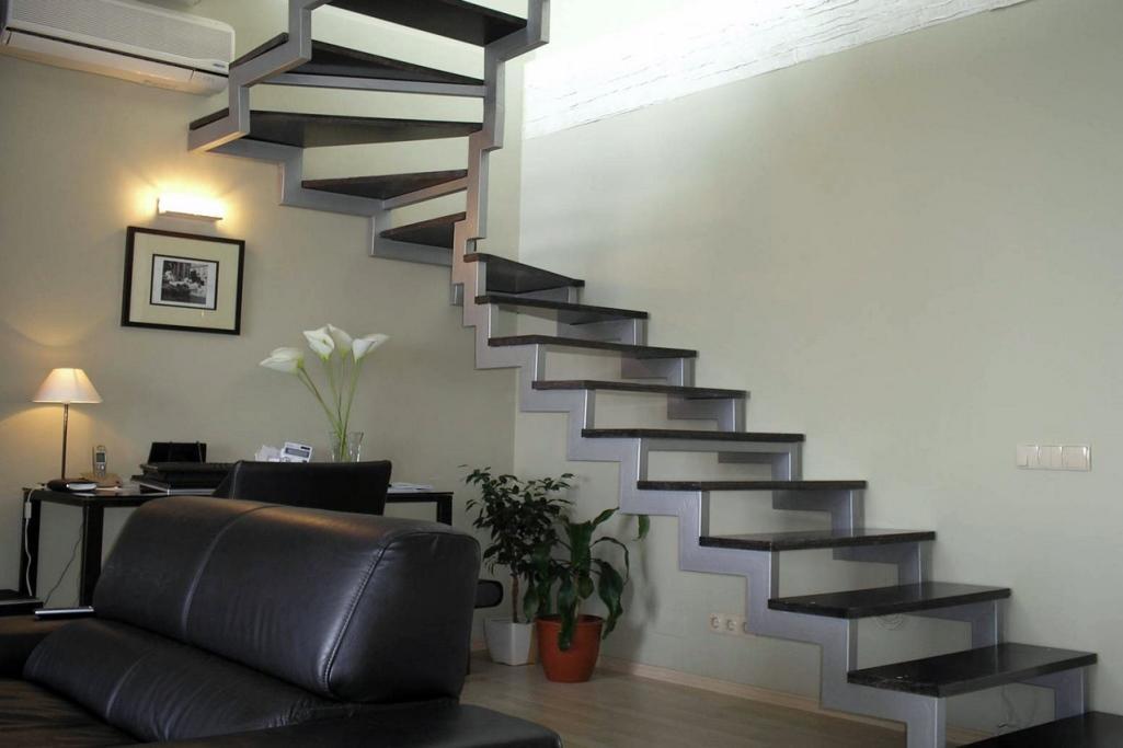 Поворотные лестницы могут быть самыми разными, выбирать которые вы можете на свое усмотрение