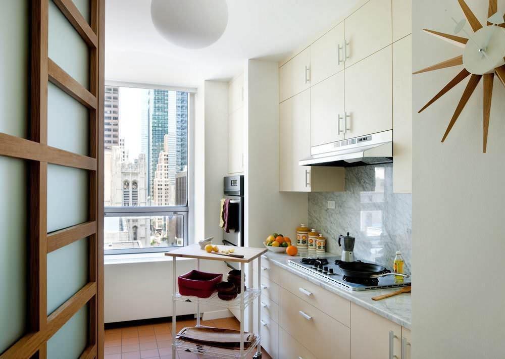 Встроенная кухня наиболее оптимальное решение для непросторного помещения