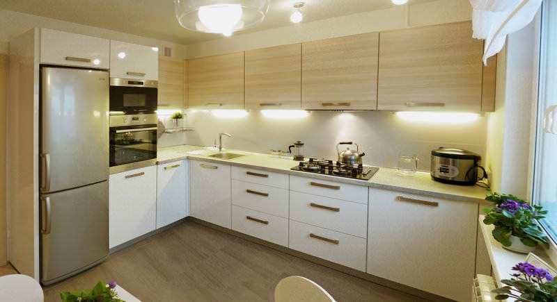 Г-образная планировка кухни помогает сэкономить полезное пространство и создать практичный дизайн