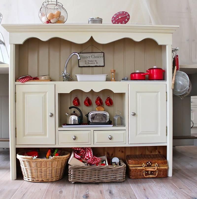 Кухня, сделанная своими руками, может получиться недорогой, оригинальной, прочной и удобной