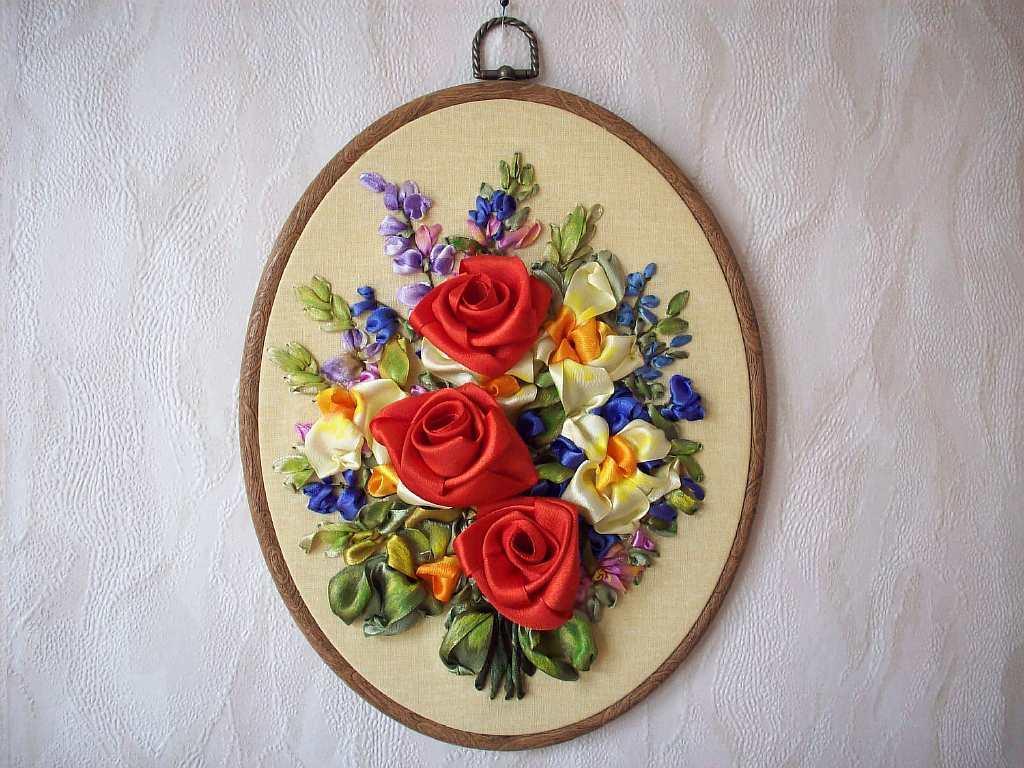 Основная тема панно из ленты - цветы и природа