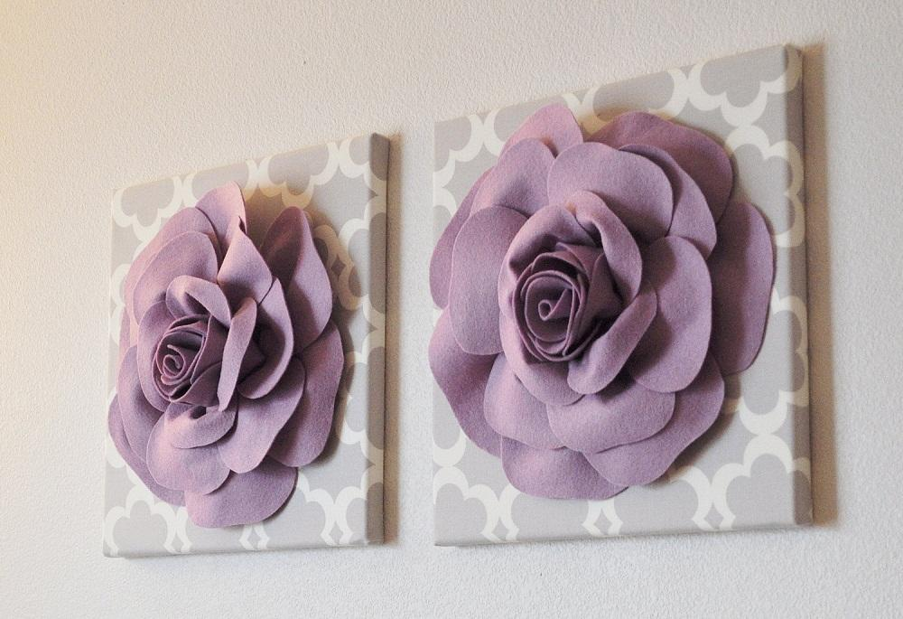 Украсить зал можно цветами из ткани, выполненными в виде картин