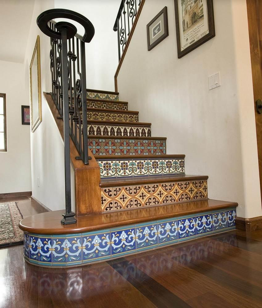 Необычная плитка с <u>плитка</u> оригинальными принтами может <strong>плитка пэчворк недорого</strong> красиво украсить лестницу