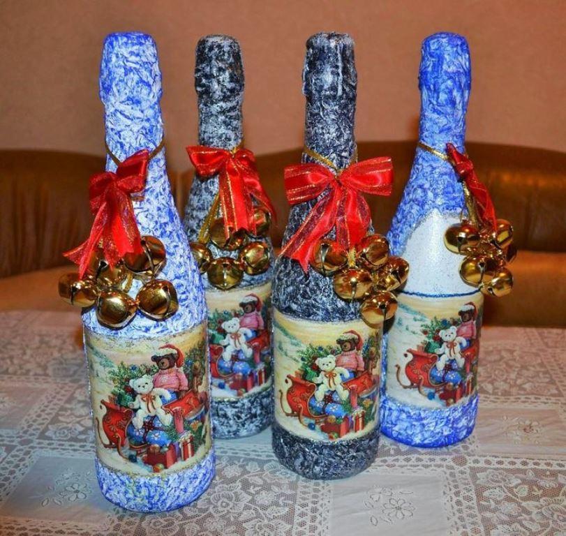 Выполнить декупаж бутылки шампанского под силу даже начинающей рукодельнице