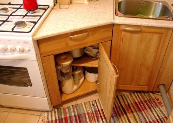 Можно создать мебель, в идеале совпадающую с размерами отведенной для не площади