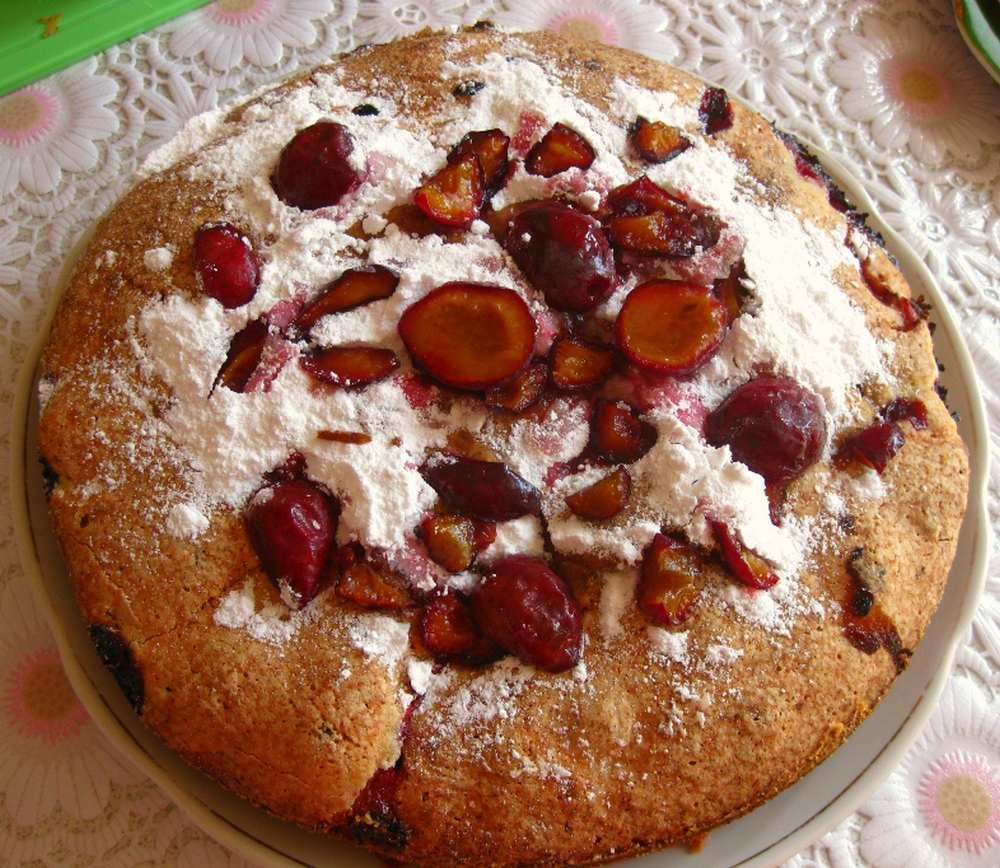 Шарлотка со сливами: рецепт с фото, в мультиварке с замороженной сливой, с яблоками и сливами, пирог на кефире, видео